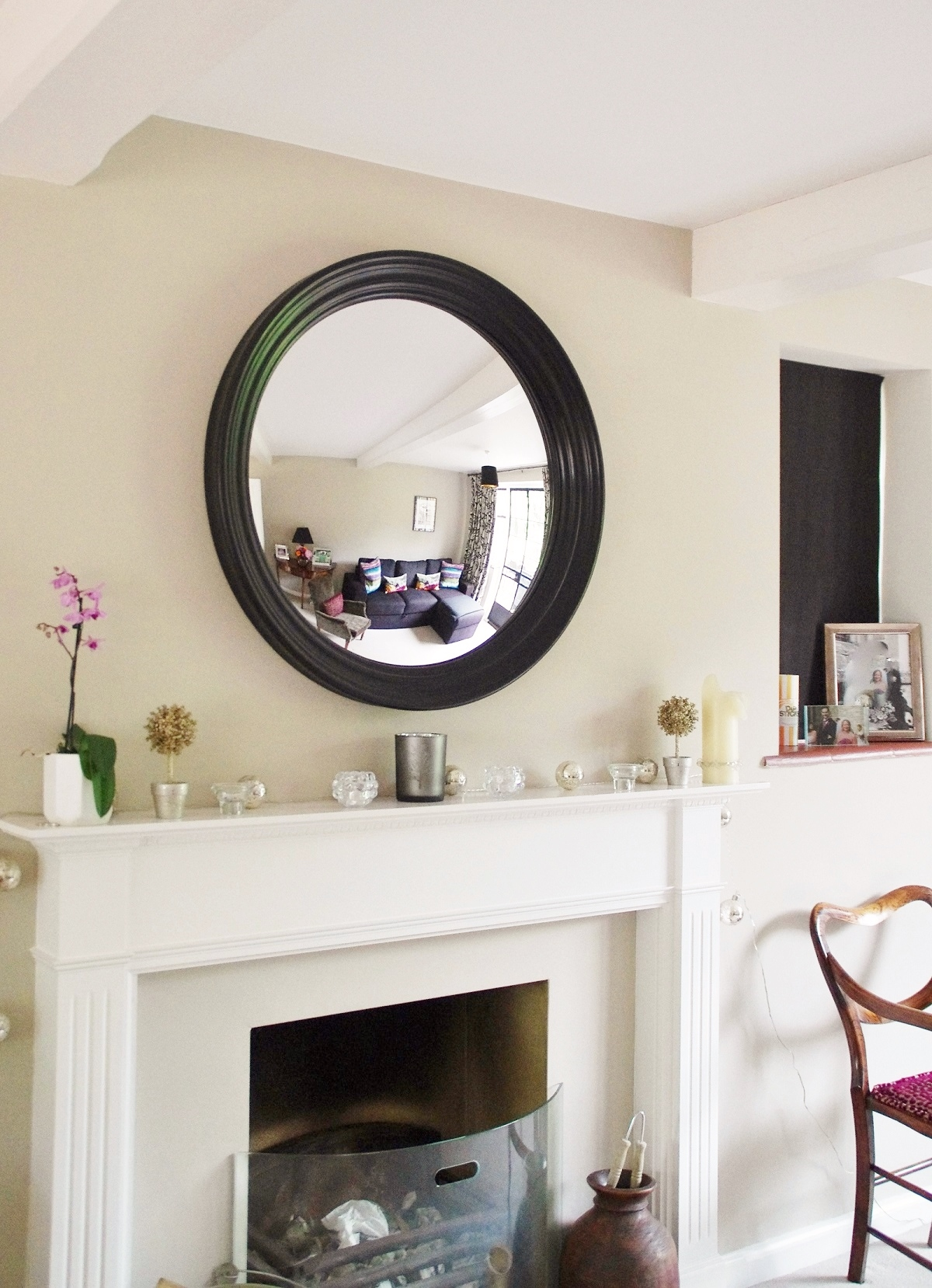 4 Essential Tips For Hanging A Round Mirror Above A Fireplace Omelo Mirrors Omelo Decorative Convex Mirrors