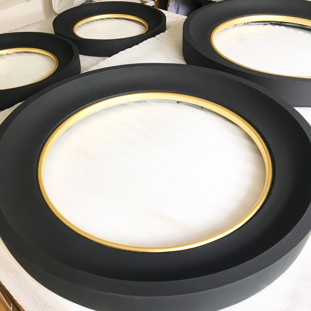Adding Interest To A Mirror Frame With Gilding Omelo Mirrors Omelo Decorative Convex Mirrors