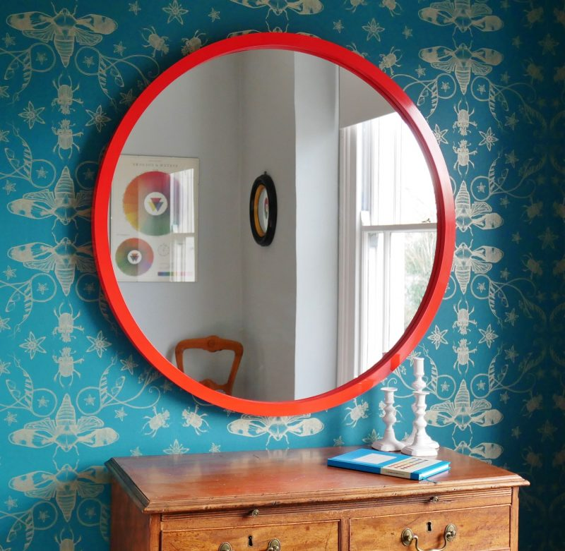 Large round wall mirror in red lacquer image